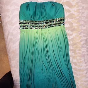Fun and sexy green strapless dress!!!